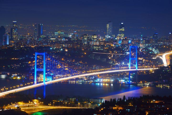 جسر البوسفور شريان الحياة فى اسطنبول